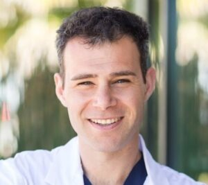 Alexandros-Reizian-dentist