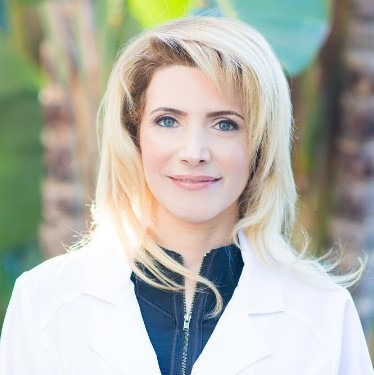 Nicole-Sazgar-dentist